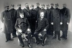 """""""Falkenbergs ordningsmakt 1911: Sittande från vänster borgmä"""
