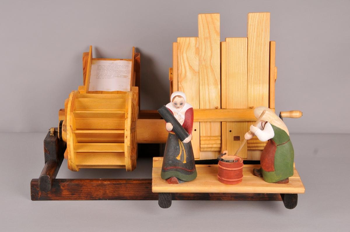 Modell av stampe, viser i praksis korleis stampa fungerte.