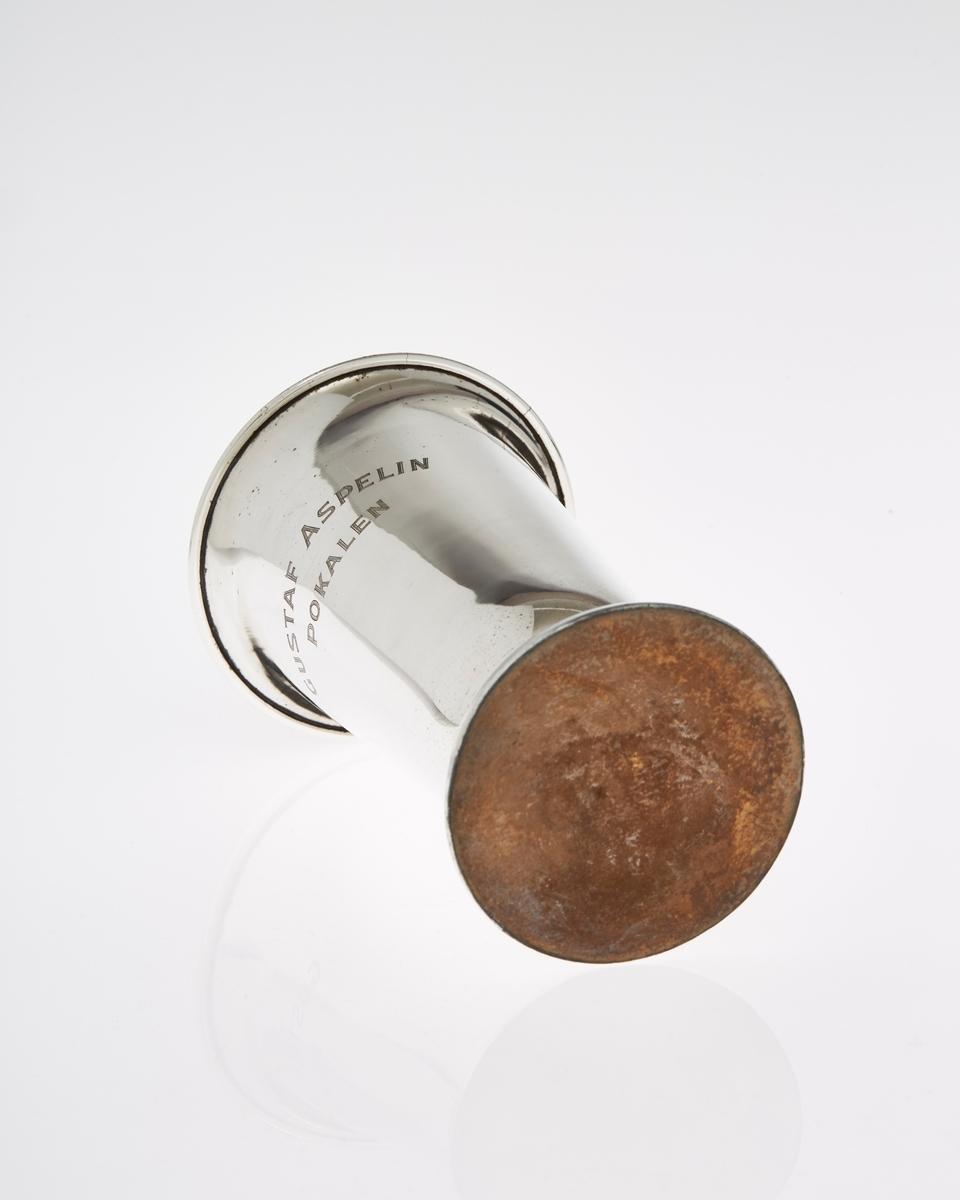 Pokal i sølvplett med inskripsjon
