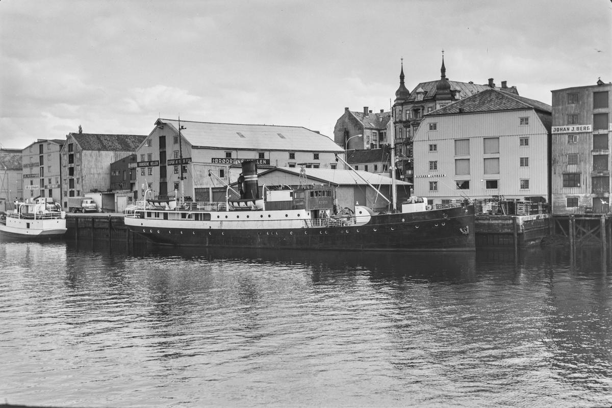 Dampskipet Kysten ved kai i Trondheim