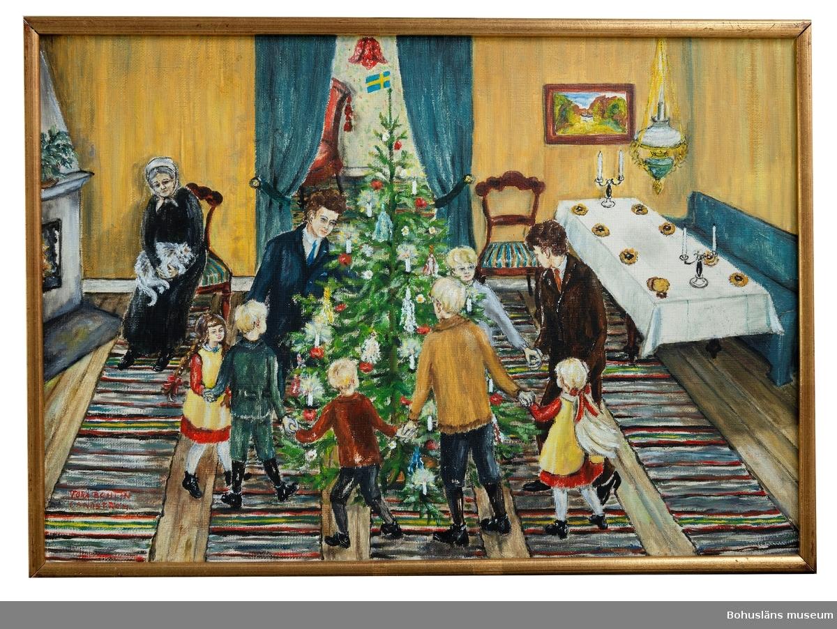 """]a, så är det äntligen julafton Våra julhögar ligger på bordet. En för varje barn som är hemma! Brödkakan i botten. Sen solvagnen, och ovanpå den en stor pepparkaksstjärna. Brödkakan brukar bli kvar på bordet till trettondan (då vi matar Blenda med den), medan vi för det mesta har gnagt i oss både pepparkaka och kuse, och smygbitit i äpplen och karameller som hänger i julgranen, till stor skam och nesa när granen skall kläs av.  Gamle fanjunkare Grahn, som pappa bjuder hem varje jul, har kommit. Ganska så onykter, som vanligt. Han har förlorat hustru och barn och har inget hem. Stackarn! Han sitter och gråter och sjunger """"Ja ä barn till en Kung! Ja ä barn till en Kung! Fastän liten å ringa ä ja barn till en Kung."""" Varför gråter fanjunkarn frågar Göran. """"Du förstår ja tycker dä ä så vackert, ja tycker dä ä så vackert. Tänd ljusen i granen. Du ska få en krona om du tänder ljusen."""" Ja det förstås! Allan och Göran tänder och släcker ljus, och halar in enkronor, tills pappa stoppar affärerna. Vi måste passa på så inte fanjunkarn sätter sej på mammas buntade stolar, för han kissar ner sej. Så vi springer efter var han står och går och bjuder honom på en pinnestol.  Framåt kvällen måste Torsten, som är gift med Hulda, nödvändigt iväg till affären och köpa spik, och alldeles efter han har gått kommer tomten. Tomten har alltid den stora blå """"Ussjekorgen"""" och som vanligt är den full med julklappar! Jag darrar hel och hållen, och gömmer mig bakom Hulda. Men Hulda står där så lugnt och tomten tar Hulda under hakan och frågar henne: """"Vems är den här lilla tösen då?"""" och Hulda blir alldeles röd. Jag tycker det är konstigt, att tomten inte kan se, att det är Bettan och jag som är små töser och inte Hulda. Men han är väl gammal och ser dåligt.  Vi visste att det skulle komma en julklappslåda från Ebba och vi hade fantiserat om och gissat på vad det kunde bli för saker vi skulle få. Vi gick och väntade och väntade på att den där lådan skulle komma, men den kom aldrig, och vi var så """