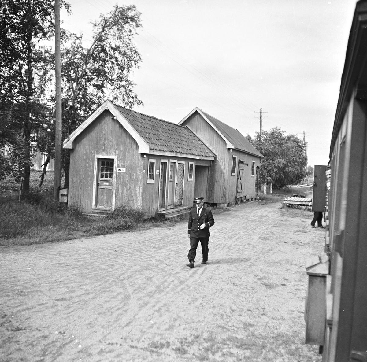 Utedo og godshus på Lierfoss stasjon