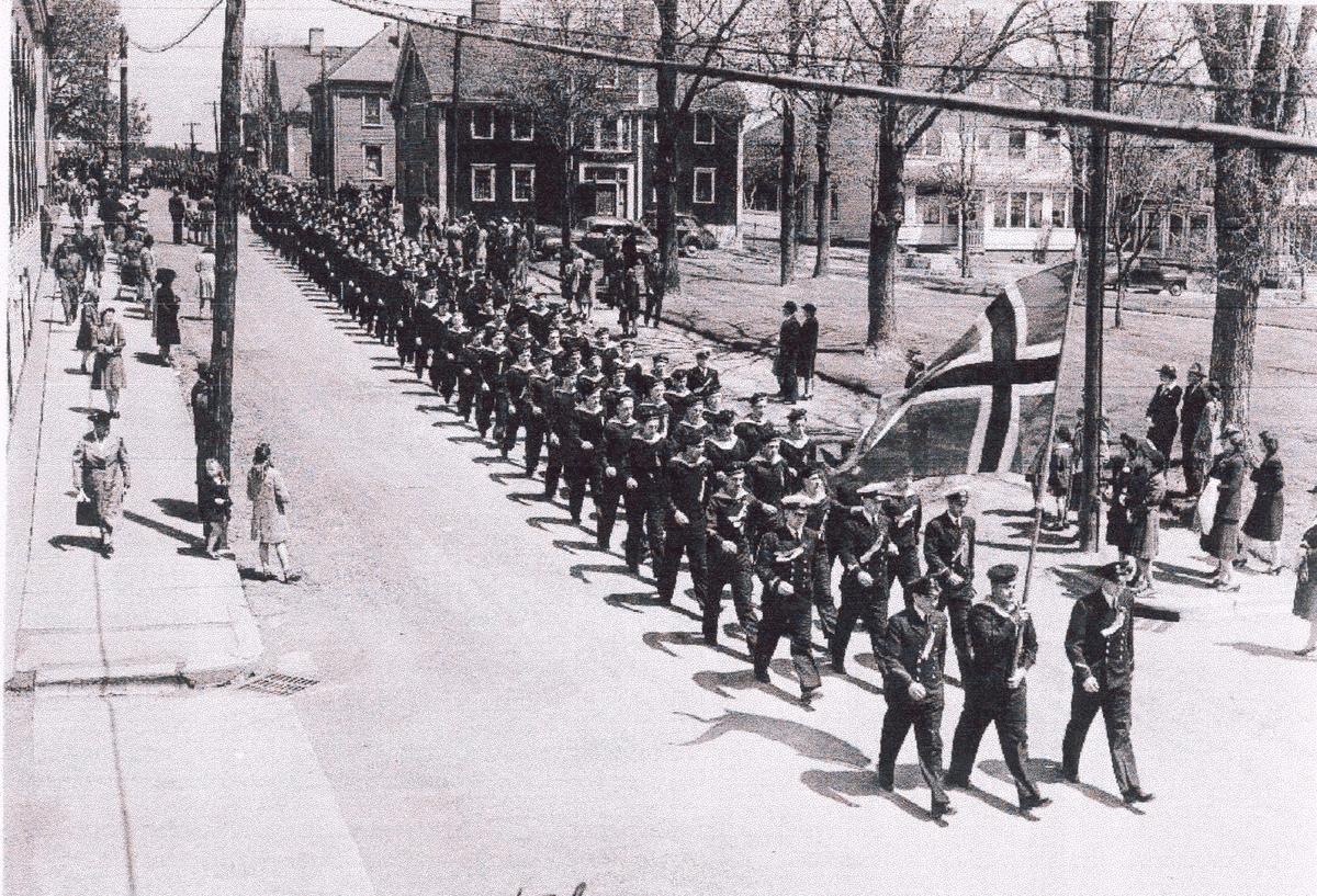 """"""" Camp Norway"""" skolen for utdannelse av skyttere til hansdelsflåten,, Lunneburg, Nova Scotia 1942, 17.-  maifeiring"""