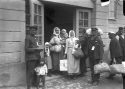 Svenskbybor vid förläggningen vid sin ankomst till Jönköping