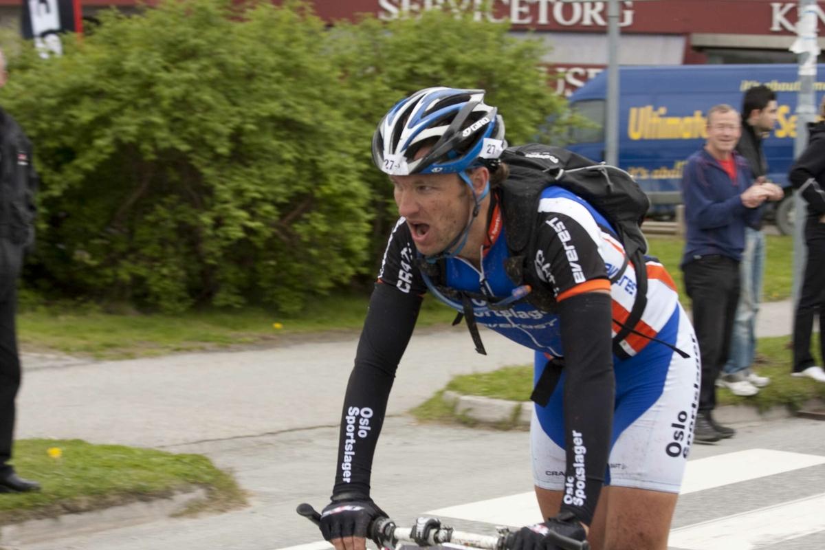 Craft MTB 6-dagers terrengritt på sykkel, Trondheim-Oslo. Flere syklister mot mål
