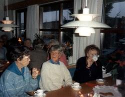 Fikastund i Brattåsgårdens matsal (Streteredsvägen 5), 1980-