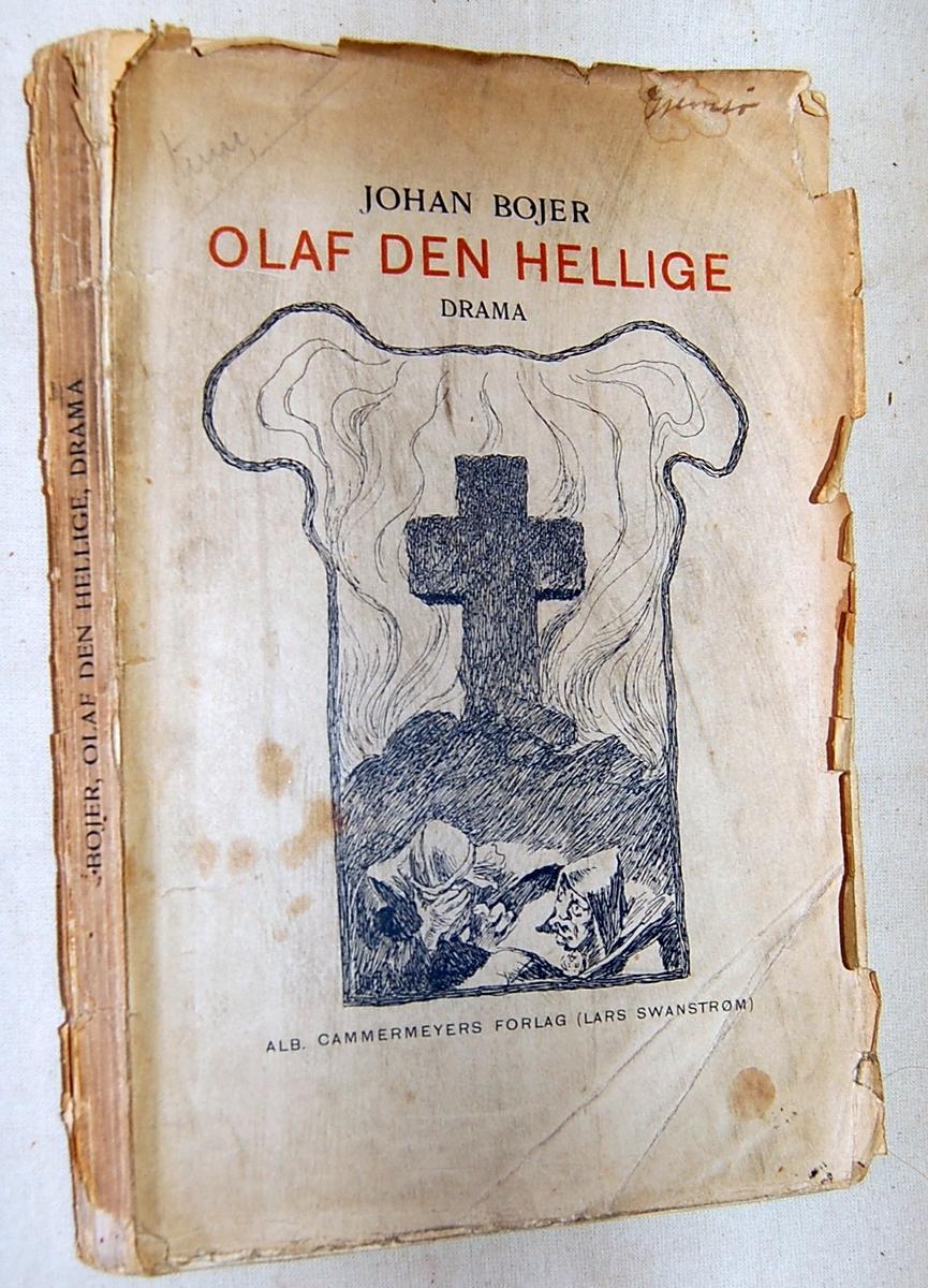 På bokens forside motiv med et kors på en liten høy og to personer nedenfor korset
