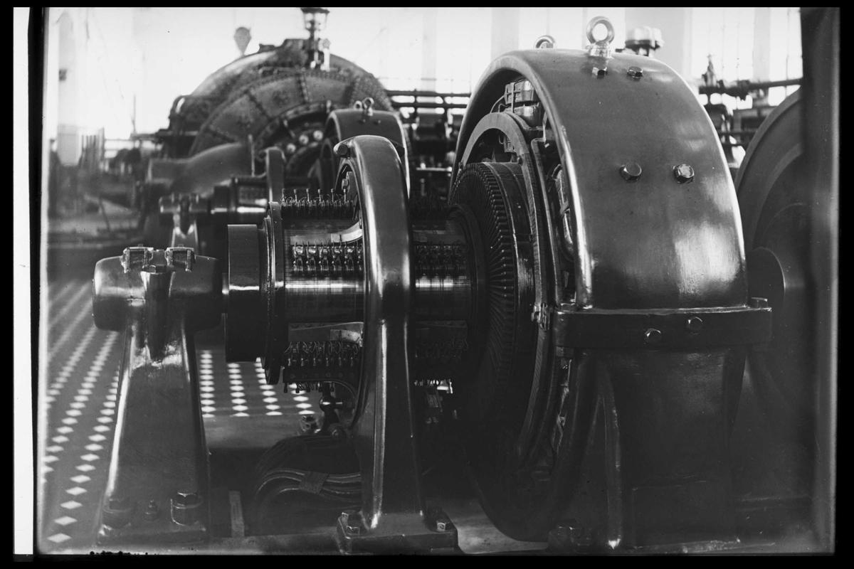 Arendal Fossekompani i begynnelsen av 1900-tallet CD merket 0470, Bilde: 13 Sted: Bøylefoss Beskrivelse: Magnetiseringsmaskinene