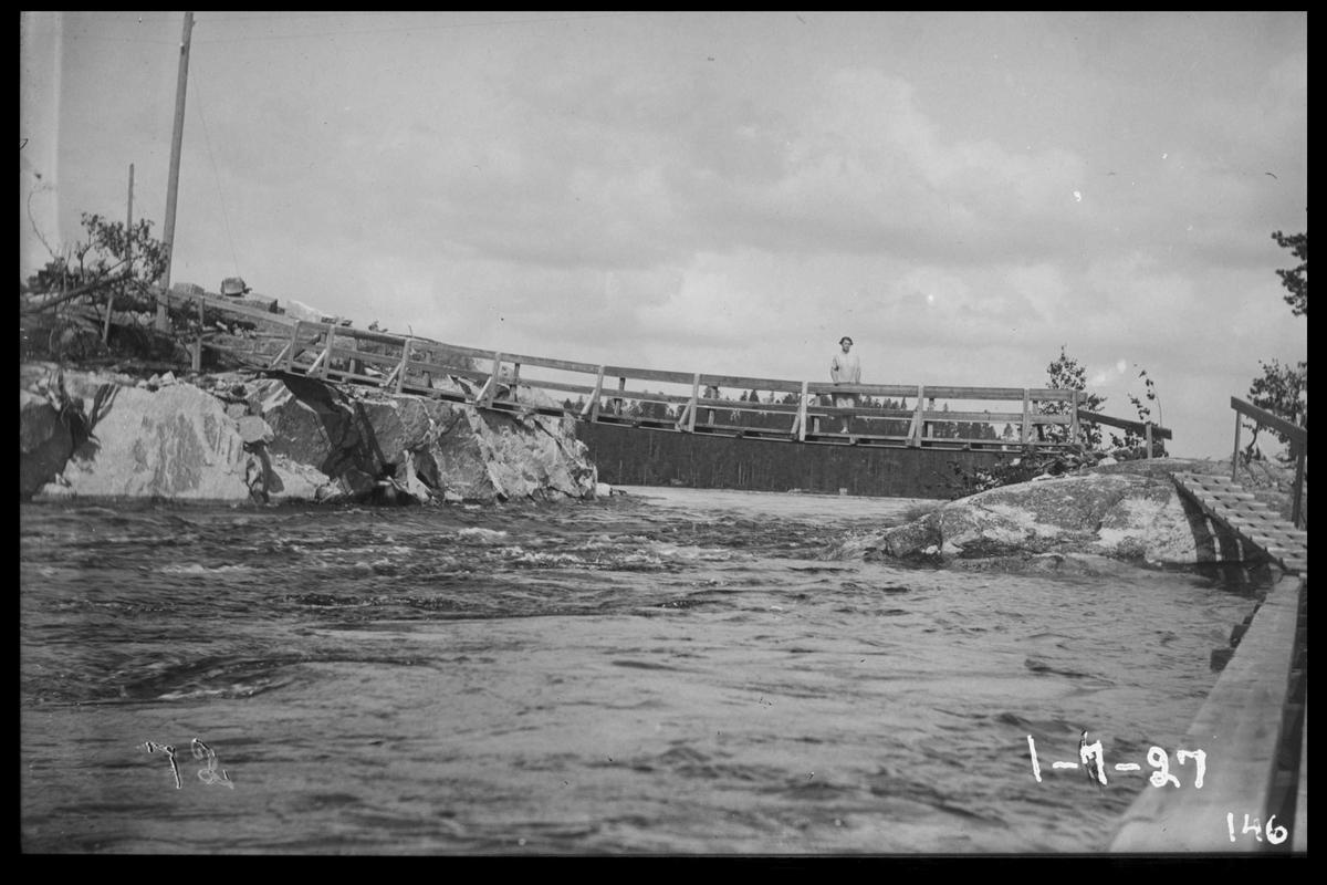 Arendal Fossekompani i begynnelsen av 1900-tallet CD merket 0470, Bilde: 89 Sted: Flaten Beskrivelse: Ved flåterbua