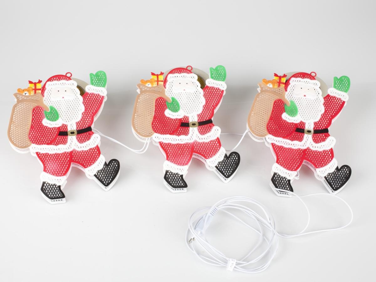 Pappeske med fotografi av de tre lysende silhuettfigurer. Esken er grønn  Forside: silhuettlys, 2 sidig - for vindu  Bakside: Silhuettlys, 2 sidig - for vindu For trygg og sikker drift av silhuettlysene bør du lese nedenstående opplysninger omhyggelig. Bruksanvisning: OBS!: Hvis det ikke er lys i slyngen: Sikkerhetsinformasjon: Viktig: Skifte av lyspærer spesifikasjoner: Ledekabel 1,5 m, avstand mellom to deler 20 cm Made in China