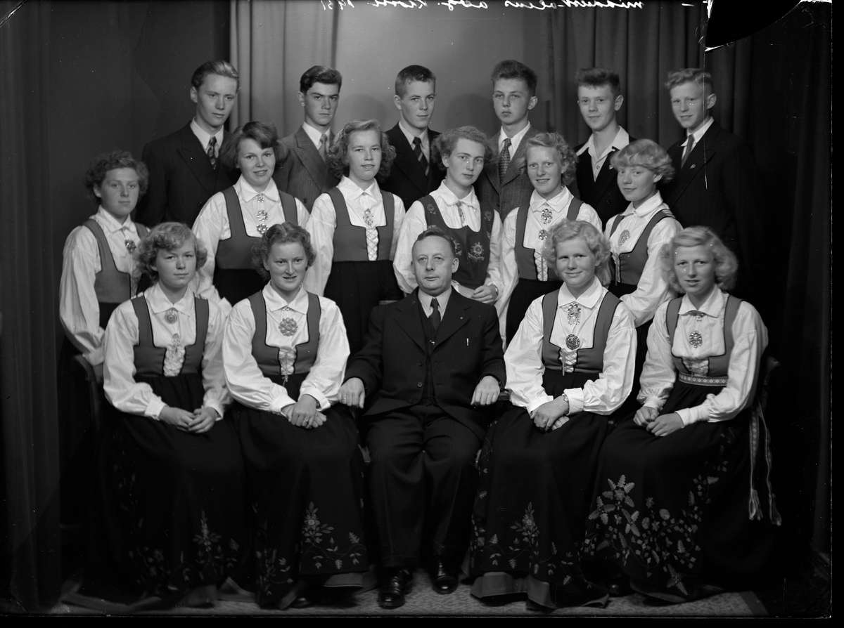 Middelskolen i Grimstad - avgangsklassen i 1951