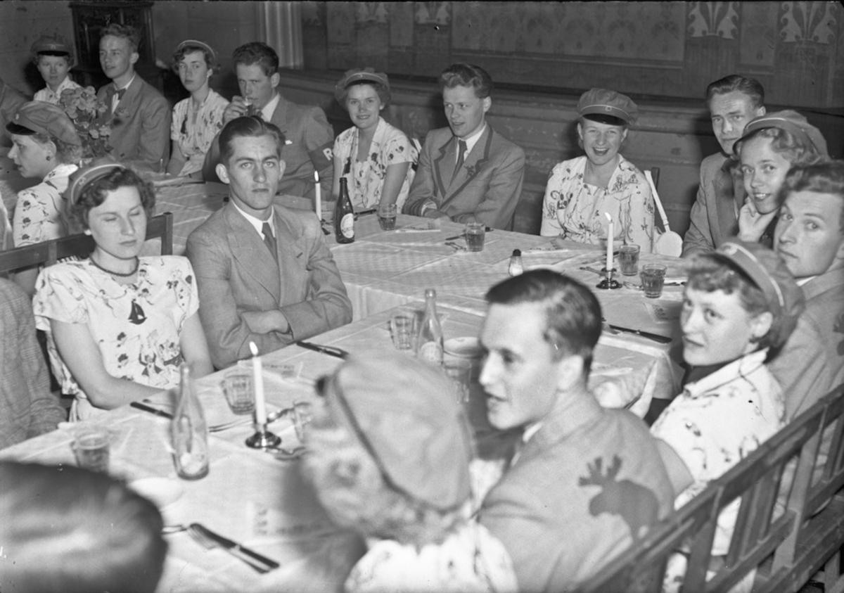 Middagsselskap for russ ved Eidsvoll Landsgymnas - på Festiviteten.