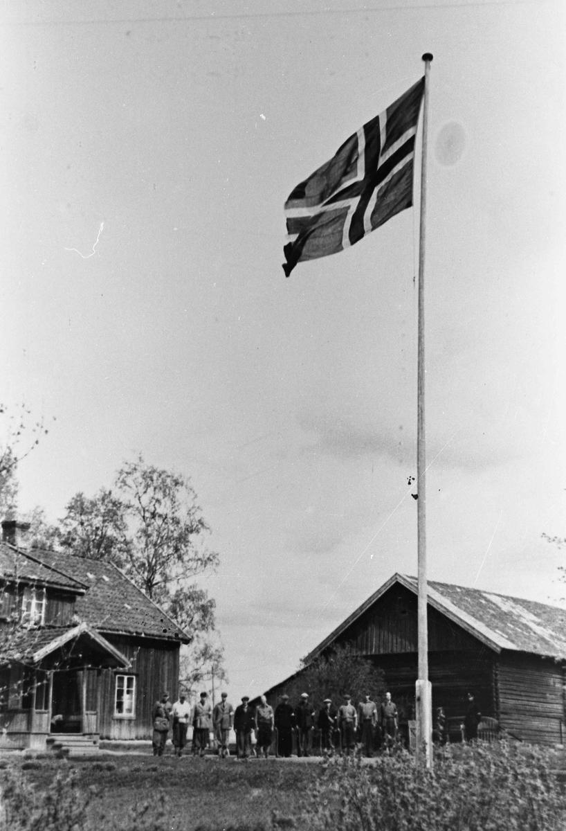Hoel på Holt, Østsiden mot Minnesund.. Foran er Odd Bjerknes, Troppsjef. Etter han er Ole Fredrik Hoel. Tropp 6, Minnesund Øst med Morskogen.
