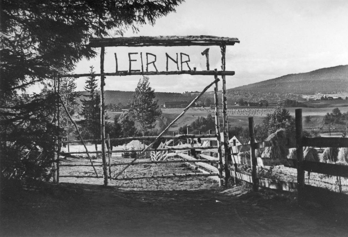 Måe gård. Fra Arbeidstjenesten – Leir nr. 1. Bildet er  fra ettersommeren 1940.