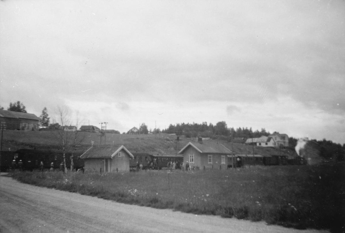 Siste ordinære tog retning Sørumsand har ankommet Hornåseng stasjon.