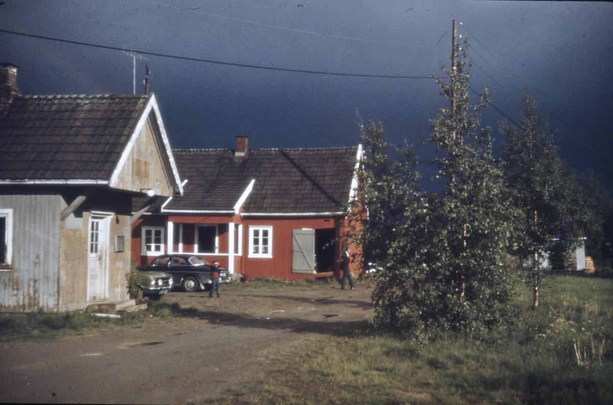 Mork stasjon og stasjonsmesterbolig.