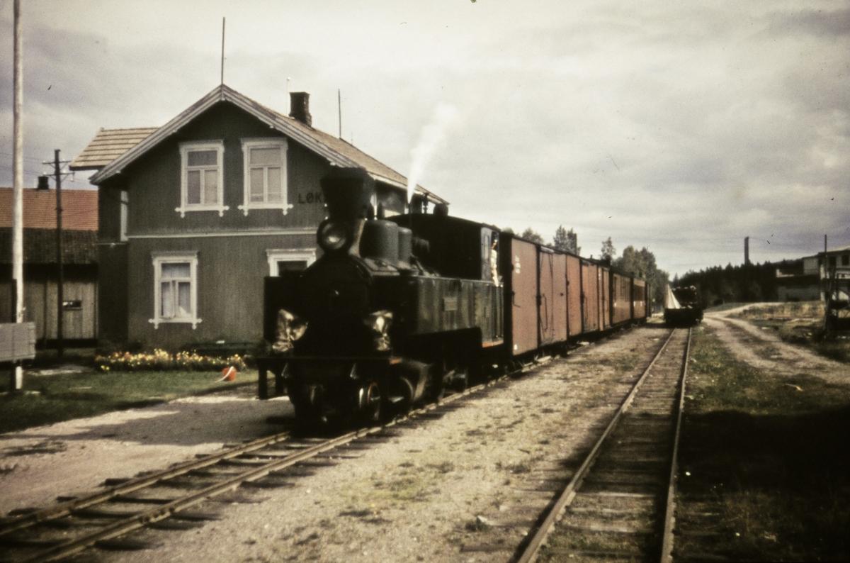 Tog 2051 til Skulerud på Løken stasjon.