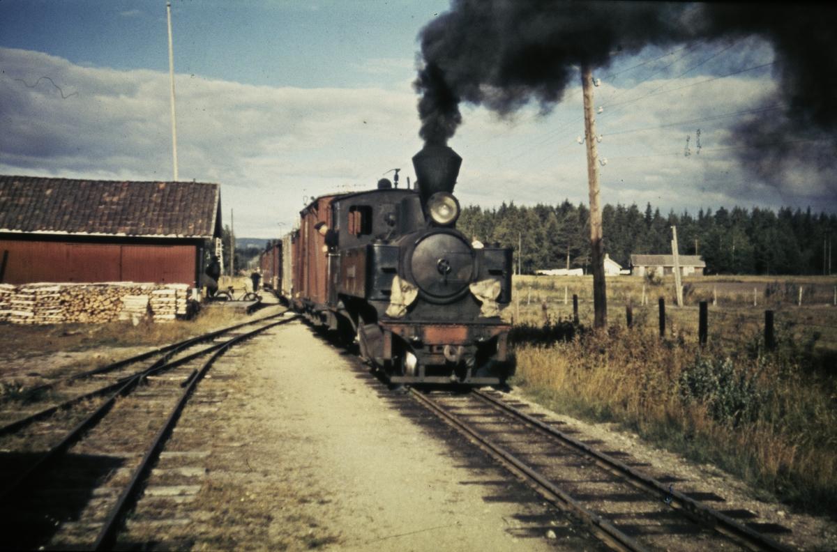 Tog 2051 til Skulerud på Killingmo stasjon.