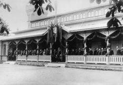 Kung Oscar II och officerare vid officersmässen på Malmen.