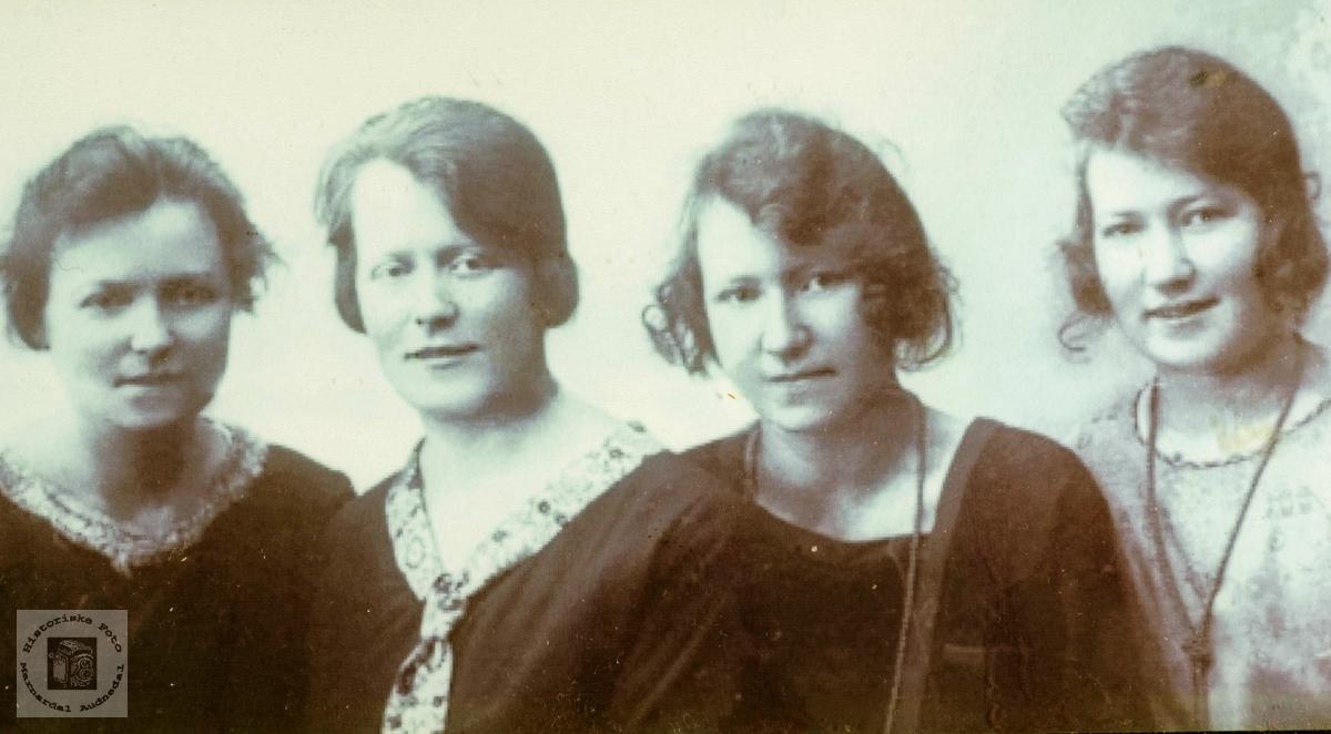 Fire søstre Røynesdal, Grindheim.