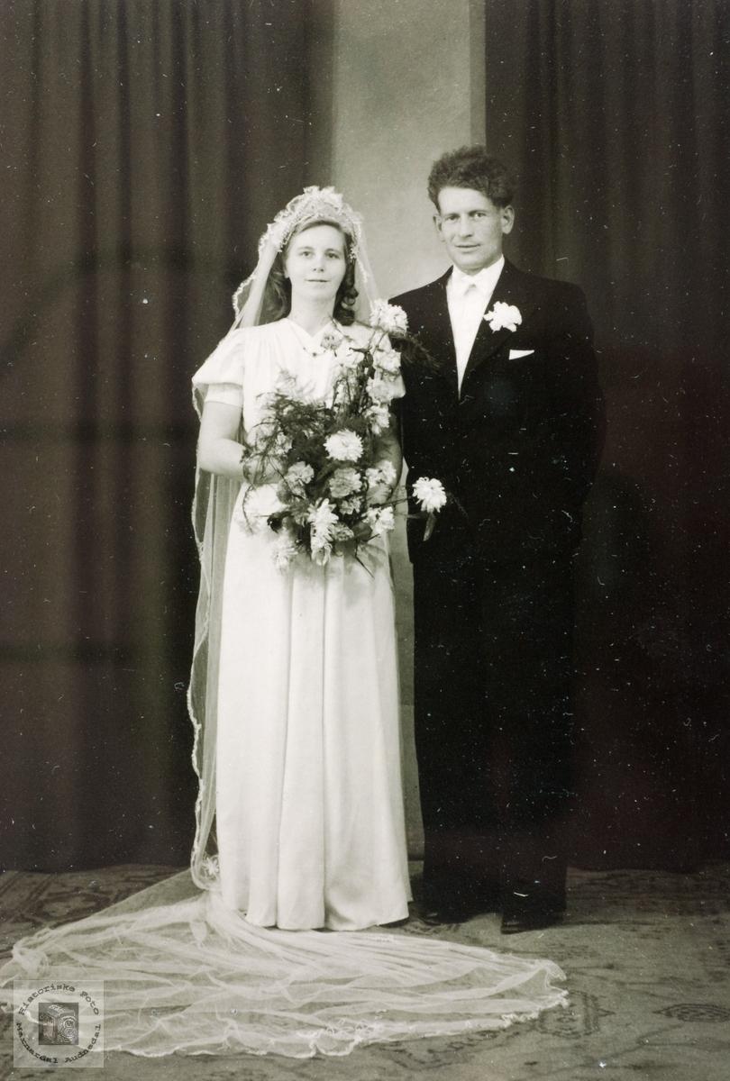 Portrett av brudeparet Ragna Kristine og Tomas Håland, Grindheim senere Audnedal.