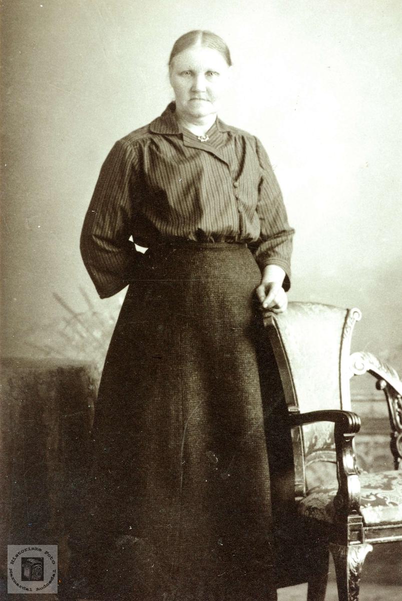 Portrett av Tomine Hårtveit gift Valand. Grindheim Audnedal.