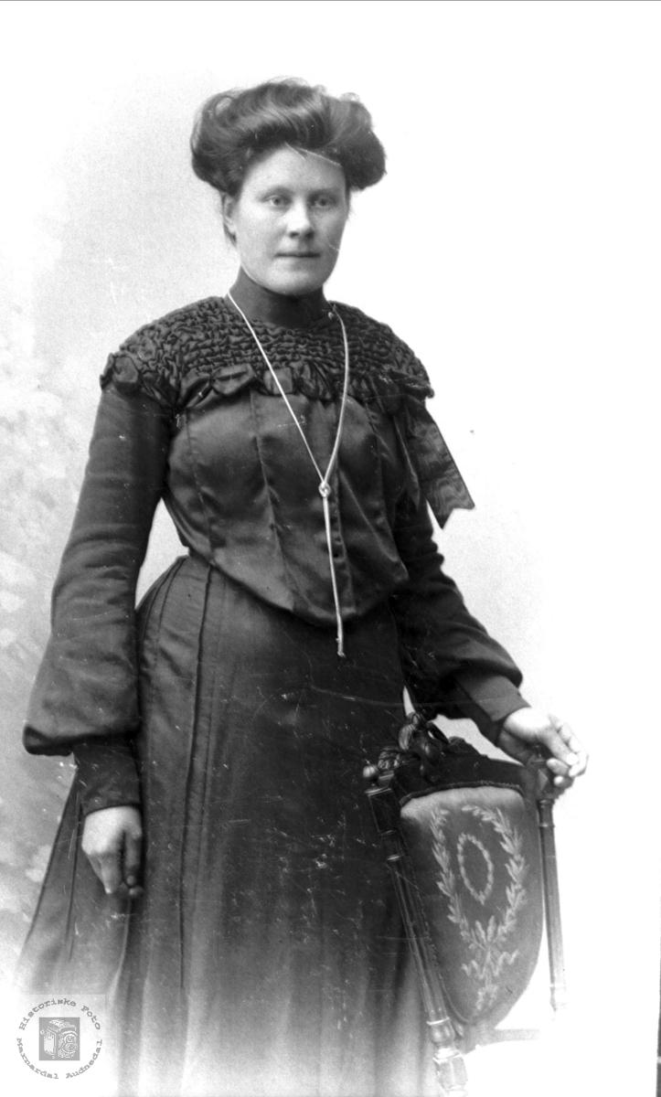 Portrett av Anna K. Stedjan, Bjelland.