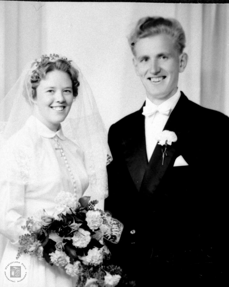 Brudeparet Marion og Magne Haraldstad. Bjelland.