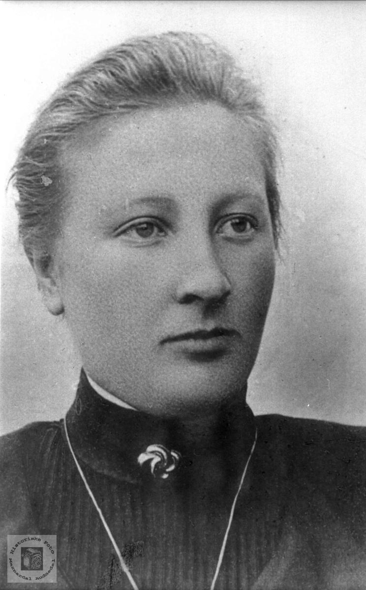 Portrett av Anna Ågedal, Bjelland senere Audnedal.
