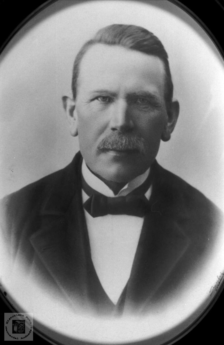 Portrett av John G. Hønneland, Laudal.