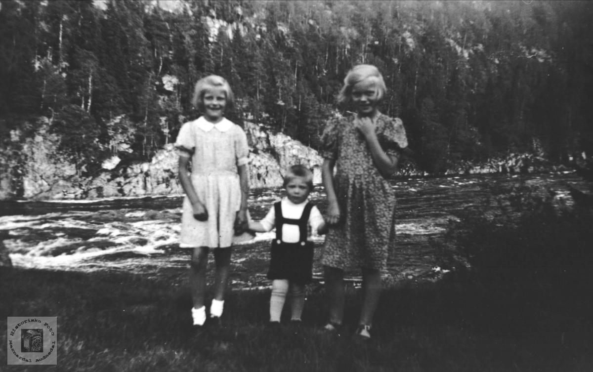 Barn i Sundet, Bjelland.