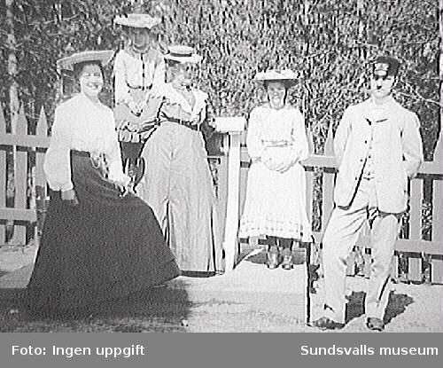 Fr.v.Nordberg, M, Nordberg fru, sjökaptens änka, Elsa, Carl Henrik Parment.