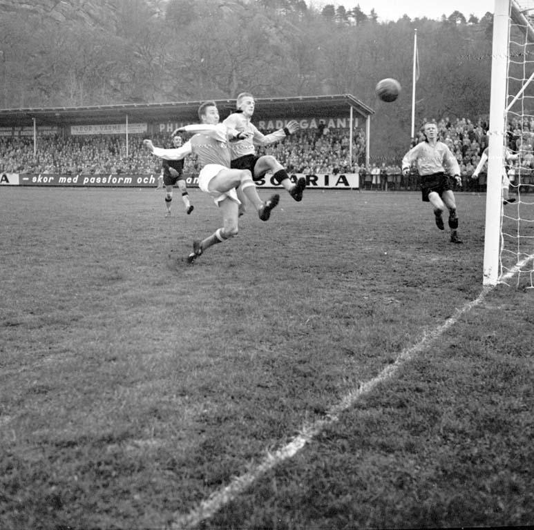 """""""Oddevold Tif Fotboll 6 maj 1960"""" enligt notering."""