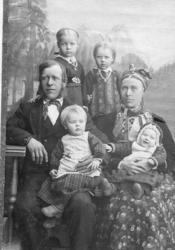 Vilhjelm og Kirsti Brandvoll med borna: Rangdi, fødd 1893, p