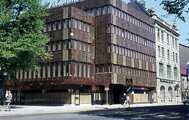 Folksams kontorshus vid korsningen Drottninggatan 14 och Vasagatan.