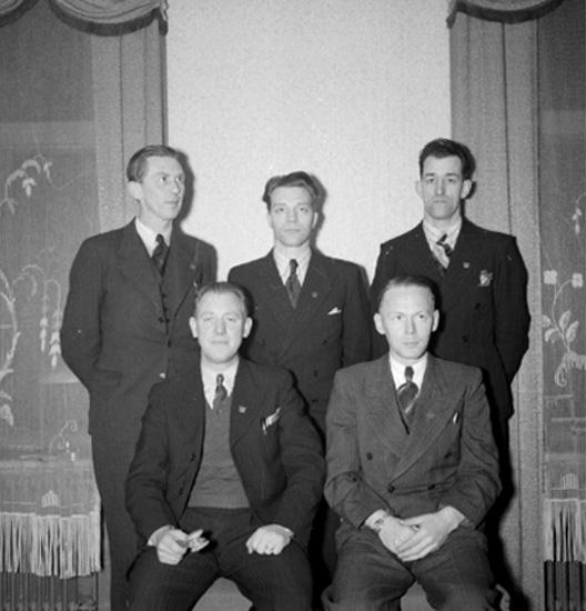 Rumsinteriör, fem män.Musikerförbundet.