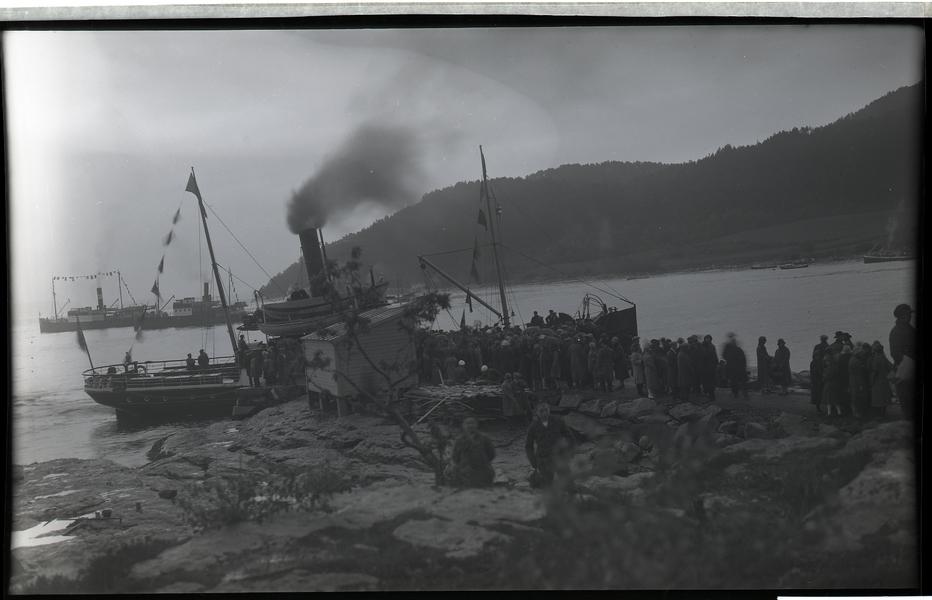 Turen til Nedstrand sommaren 1927. Frå kaia på Nedstrand.