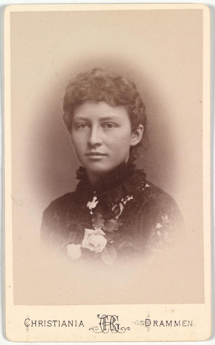 Portrett av en ukjent ung kvinne.
