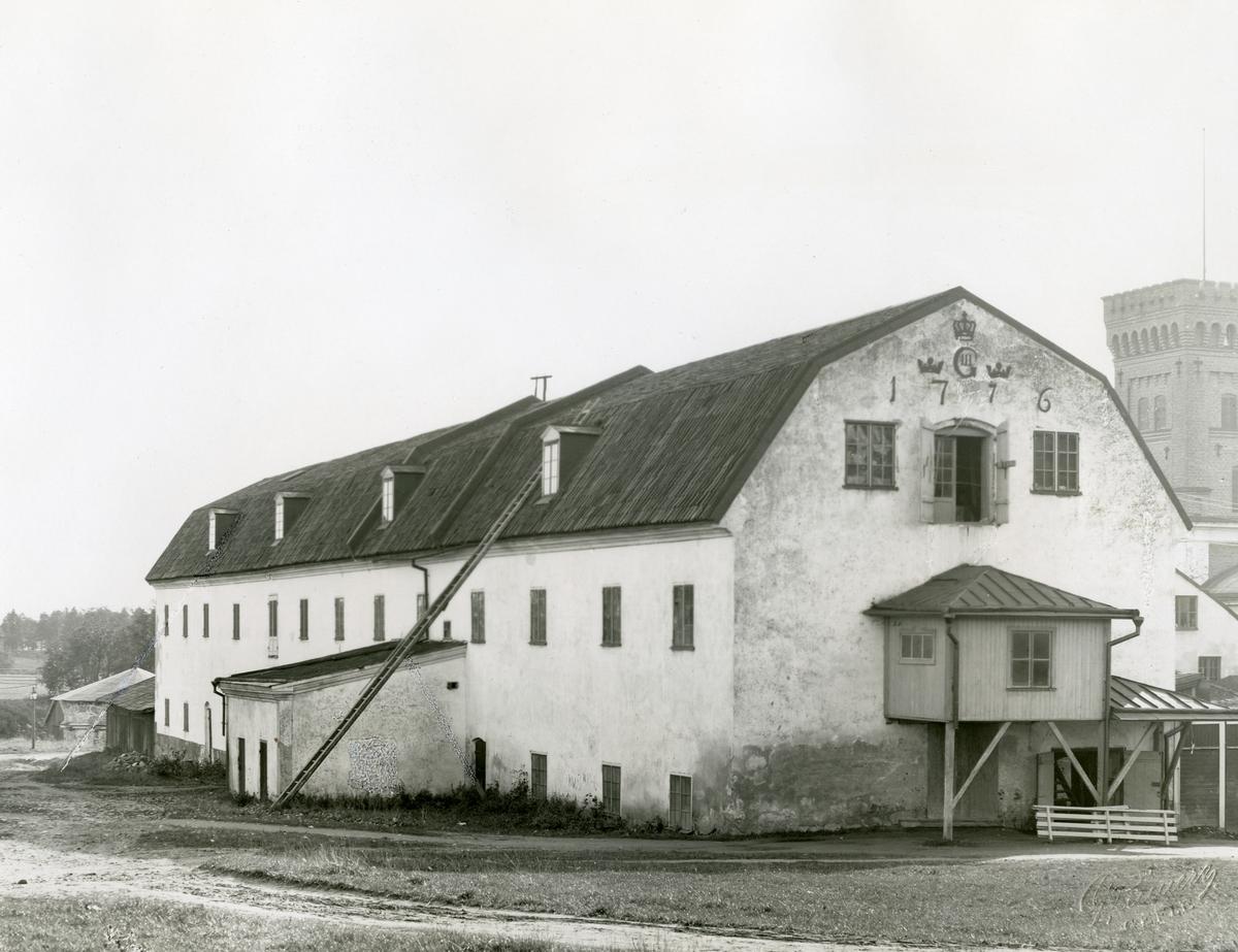 Gefle Manufaktur AB i Strömsbro. Före detta kronbränneri, vid fotograferingstillfället fungerade det som magasinsbyggnad.