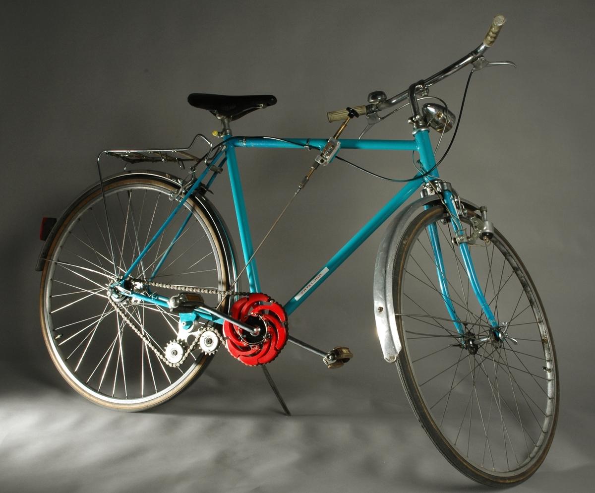 Steglös kedjeväxel, vars huvudpricip är ett  expanderande hjul som anbringat på den utgående axeln och kan tåla stor verkningsgrad, och släppa igenom hög efekt utan att slira ens vid stötbelastning. Växeln kan konstrueras att klara steglös transmission i olika användningsområden, från cyklar till diesellok. Allt enligt uppfinnaren själv. Växeln består bara av två olika detaljer , ett nav och 8 st likadana armar, Växeln är av typ metall mot metall, innebärande att stål greppar stumt mot stål i kontaktpunkterna och ej mot något elastiskt material.