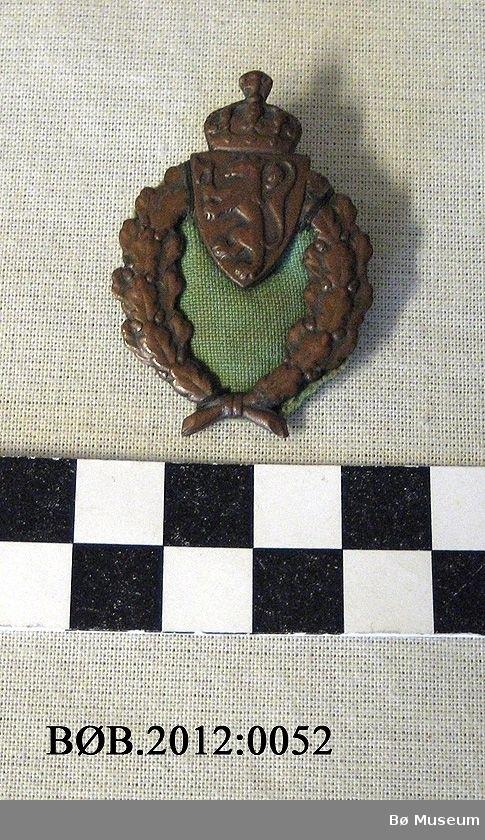 Riksløva med krone og eikelauv