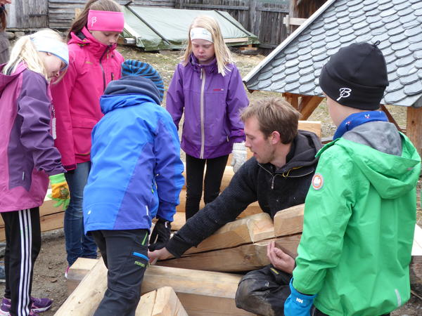 Bygningsvern og barn. Foto/Photo