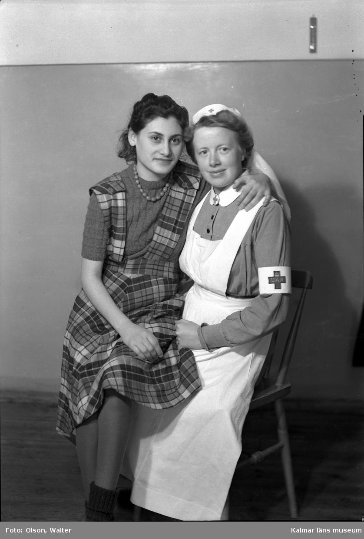 Kvinnllig patient och sjuksköterska på Beredskapssjukhuset.