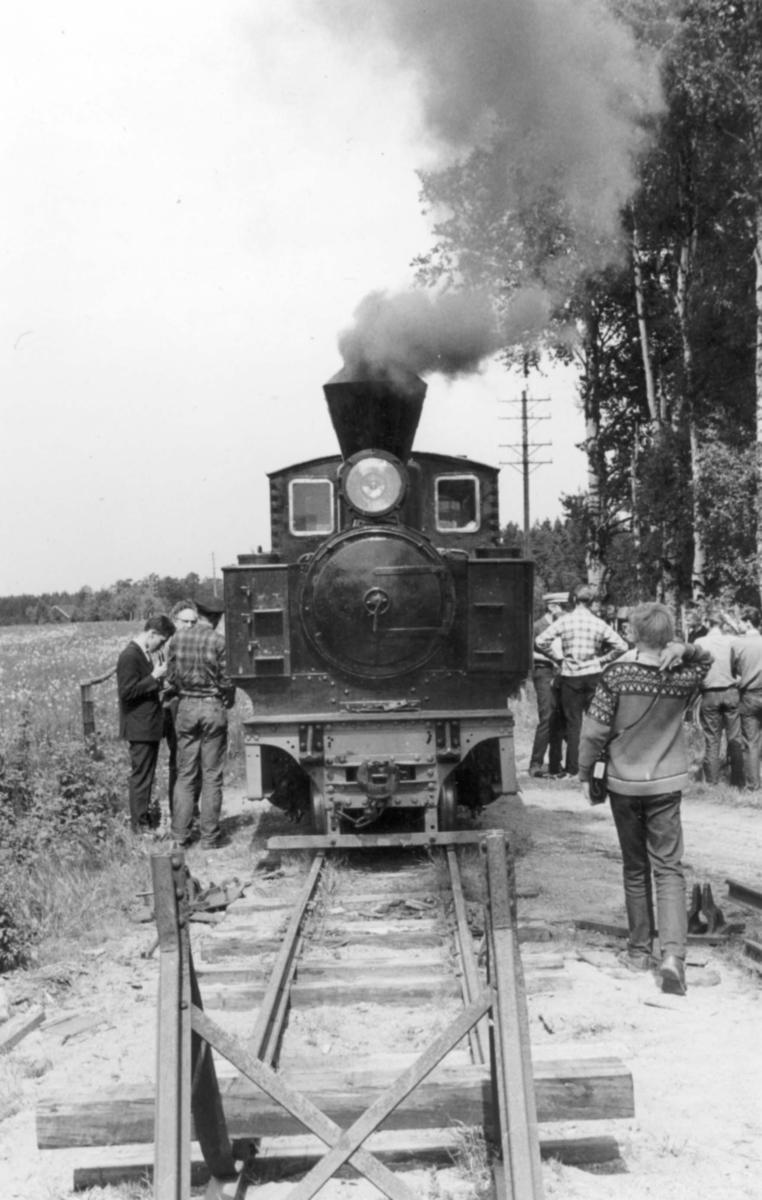 Et av de første tog på museumsbanen Urskog-Hølandsbanen ved Sørumsand, trukket av damplokomotiv 6 Høland.