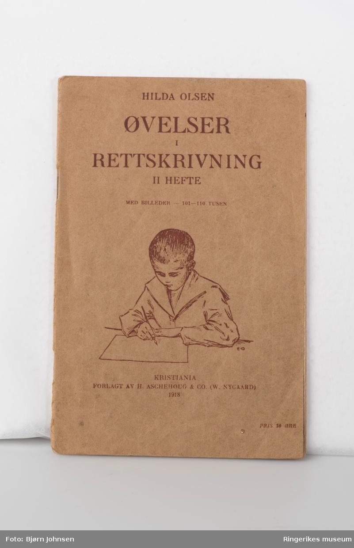 Hefte A - tegning av gutt som skriver på forsiden, baksiden - kløverblomst
