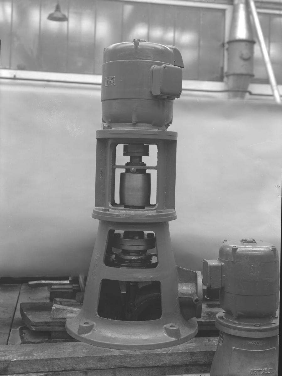 AB Skoglund & Olson. Gefle. Gjuteri och Mekanisk Verkstad. Känt för bland annat järnspisar och leksaker. Företaget startades 1874 av Erik Gustaf Skoglund och Axel Olsson. Firman blev aktiebolag 1914 och hade på 1930-talet cirka 260 anställda i produktionen och ett 30-tal på kontoret.