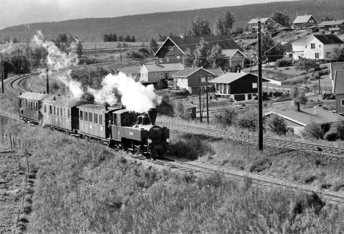 Museumstog på Urskog-Hølandsbanen, Tertitten ved Fyen. Damplokomotiv nr. 4 Setskogen fra 1909 med vognene Co1, 1896, BCo3, 1898 og CFo5 fra 1898.