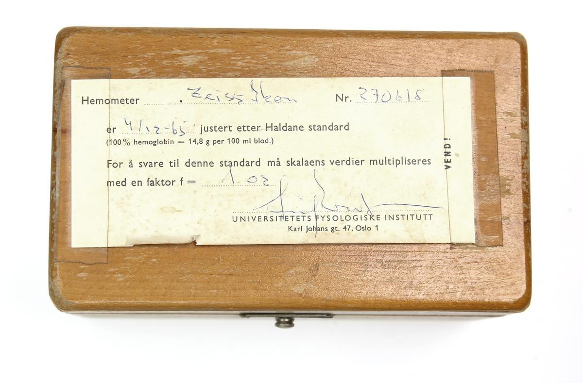 Zeiss-Ikon Ligger i en gul trekasse.