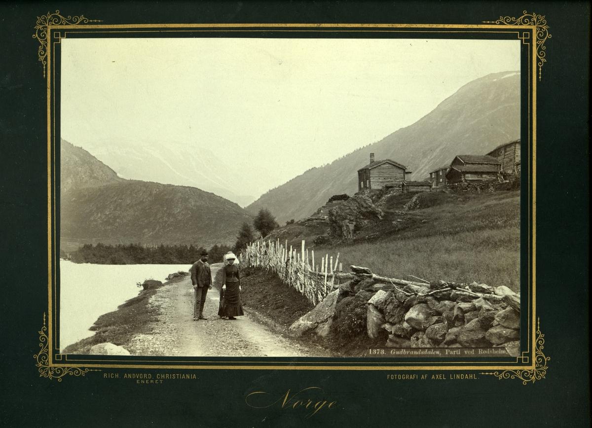 Røysheim i Bøverdalen. E. A. Thomle og dame.