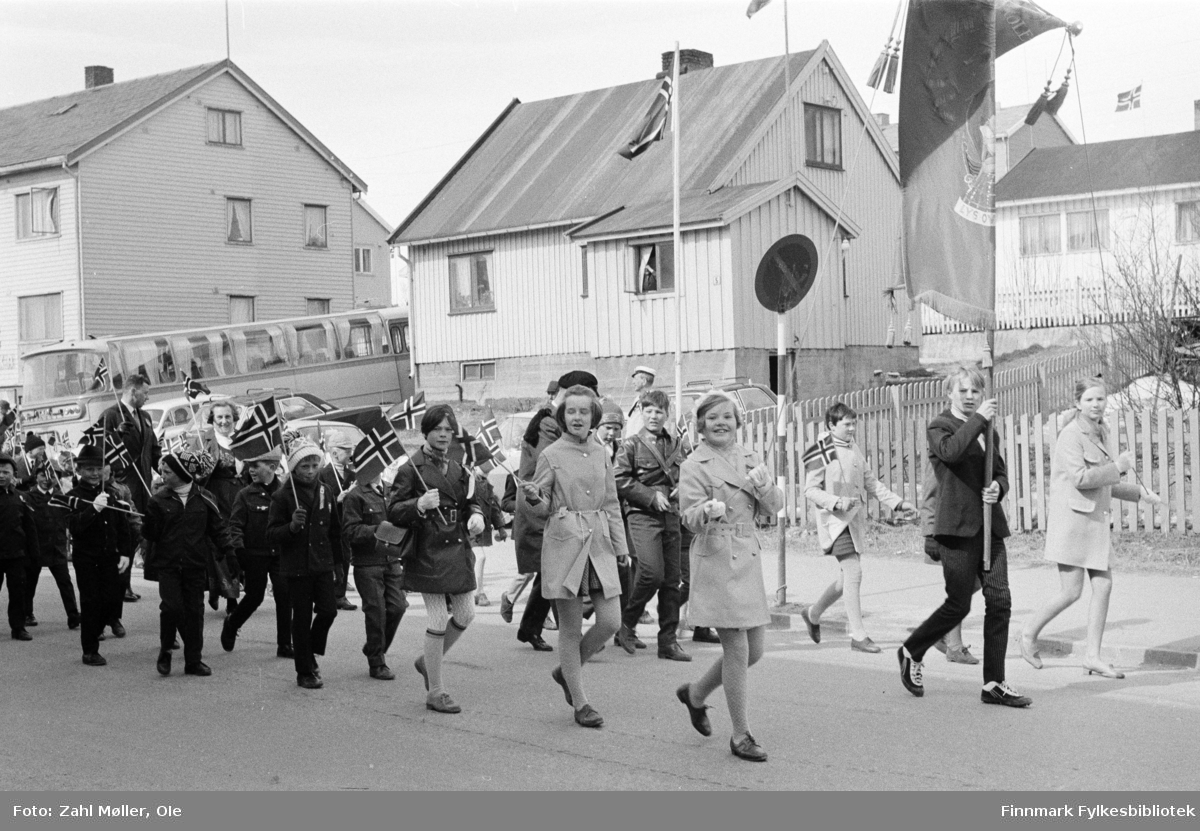Vadsø 17.5.1969. Fotoserie av Vadsø-fotografen Ole Zahl-Mölö.
